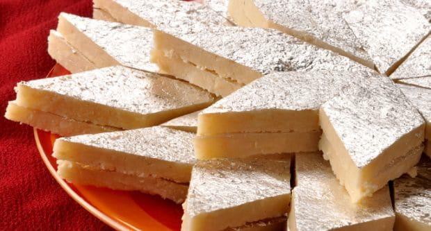 জাফরান ও কাজু বাদামের বরফি তৈরির রেসিপি।